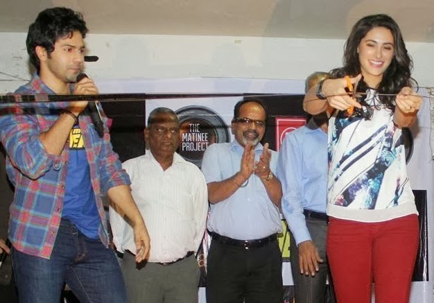 Varun and Nargis Promotes Main Tera Hero at Mithibai College