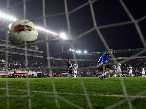 Vasco vence Lanús nos penaltis