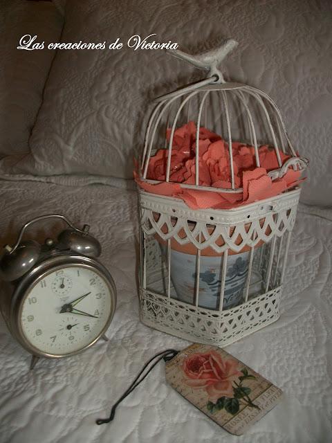 Las creaciones de Victoria.Rosas de tela. Stencil en dormitorio.