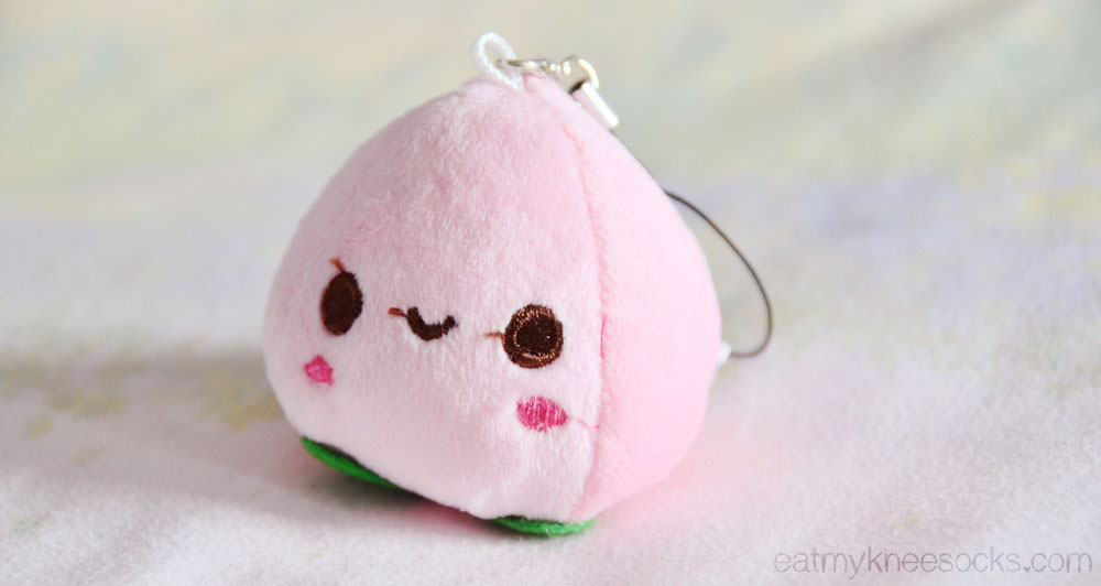 This adorable mini fruit charm can be attached to bags, phones, and more to add a touch of cuteness!