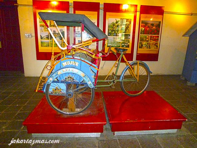Becak en el Museum Sejarah Jakarta