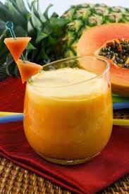 Licuado de piña y papaya