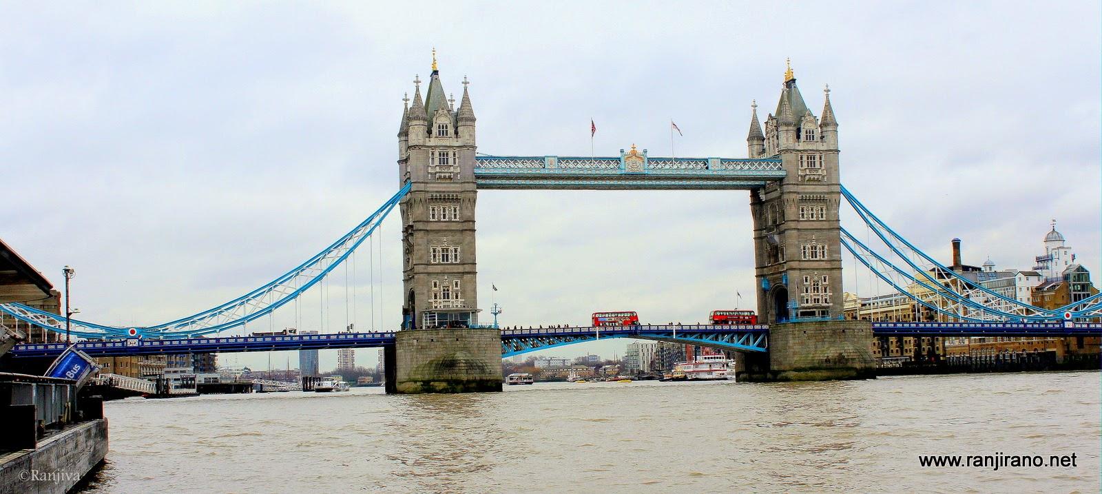 la tamise et son magnifique pont bleu tower bridge londres paysages et fleurs au fil de l 39 eau. Black Bedroom Furniture Sets. Home Design Ideas