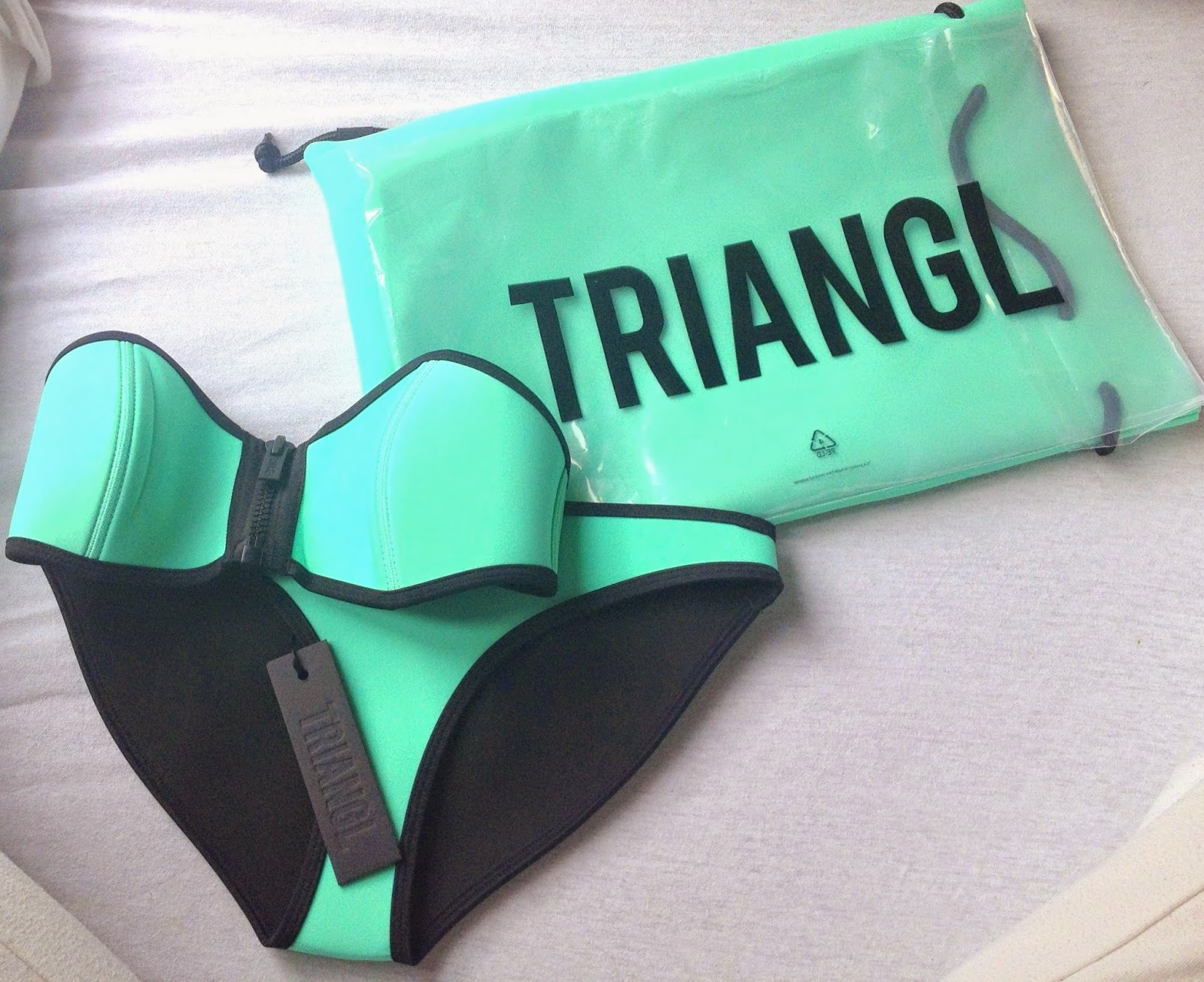 triangl-bikini-straplessi-mint-bandau