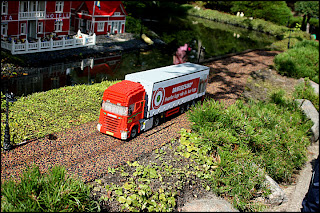 En Scania-lastbil till i Miniland.