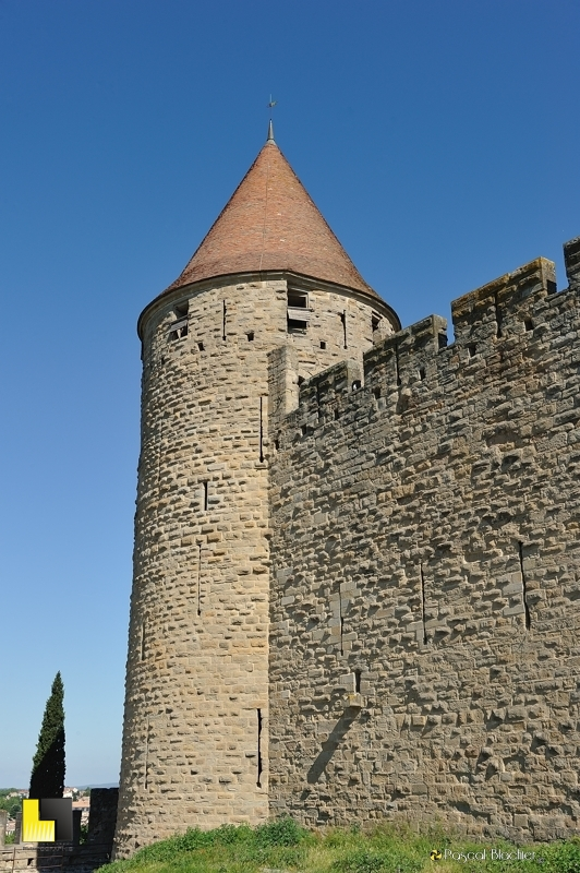 Une tour des remparts de Carcassonne photo blachier pascal