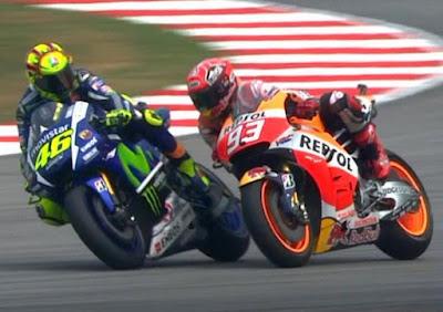 Berbicara Racing Line, Artinya Bukan Marquez yang Menempel Rossi