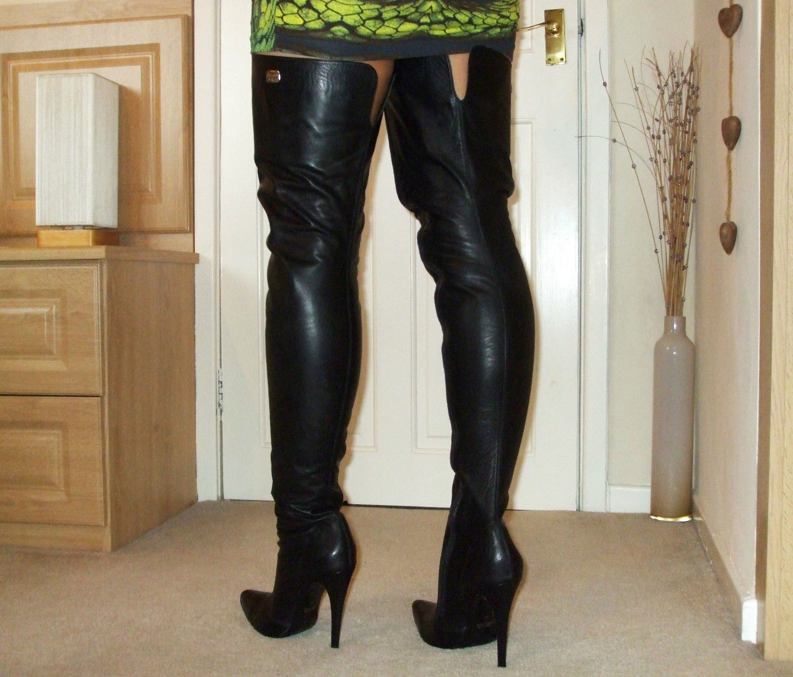 eBay Leather: A UK boot seller does well with high-end thigh boots ...