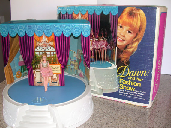One Of My Colleagues Still Remembers In Great Detail Which Dolls She Had And Their Outfits Even Owned The Oh So Snazzy Rotating Fashion Stage