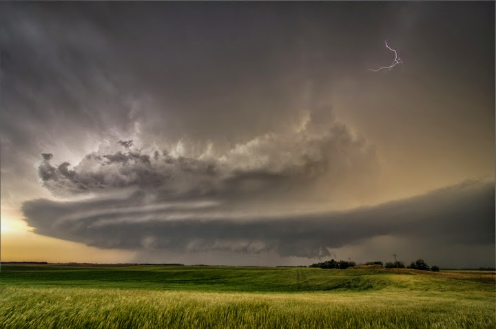 A supercell thunderstorm over Great Bend, Kan. (Credit: Lane Pearman/Flickr) Click to Enlarge.