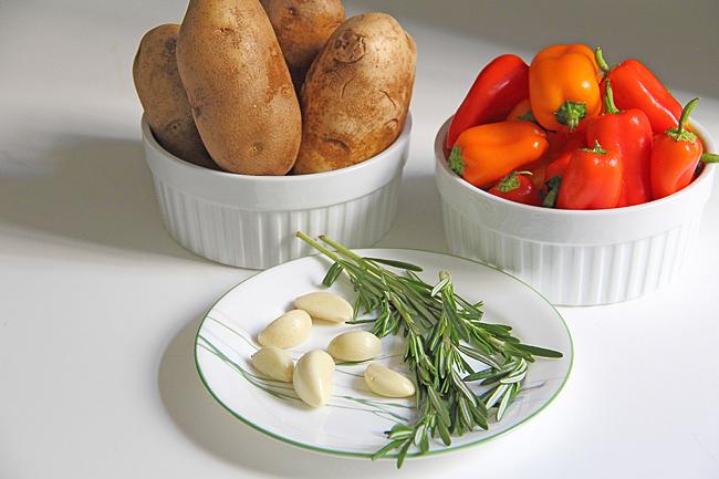 Картофель запечённый со сладкими мини перцами