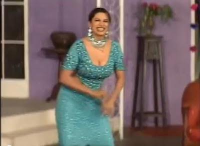 saima khan hot mujra watch mathey di bendi stage dance