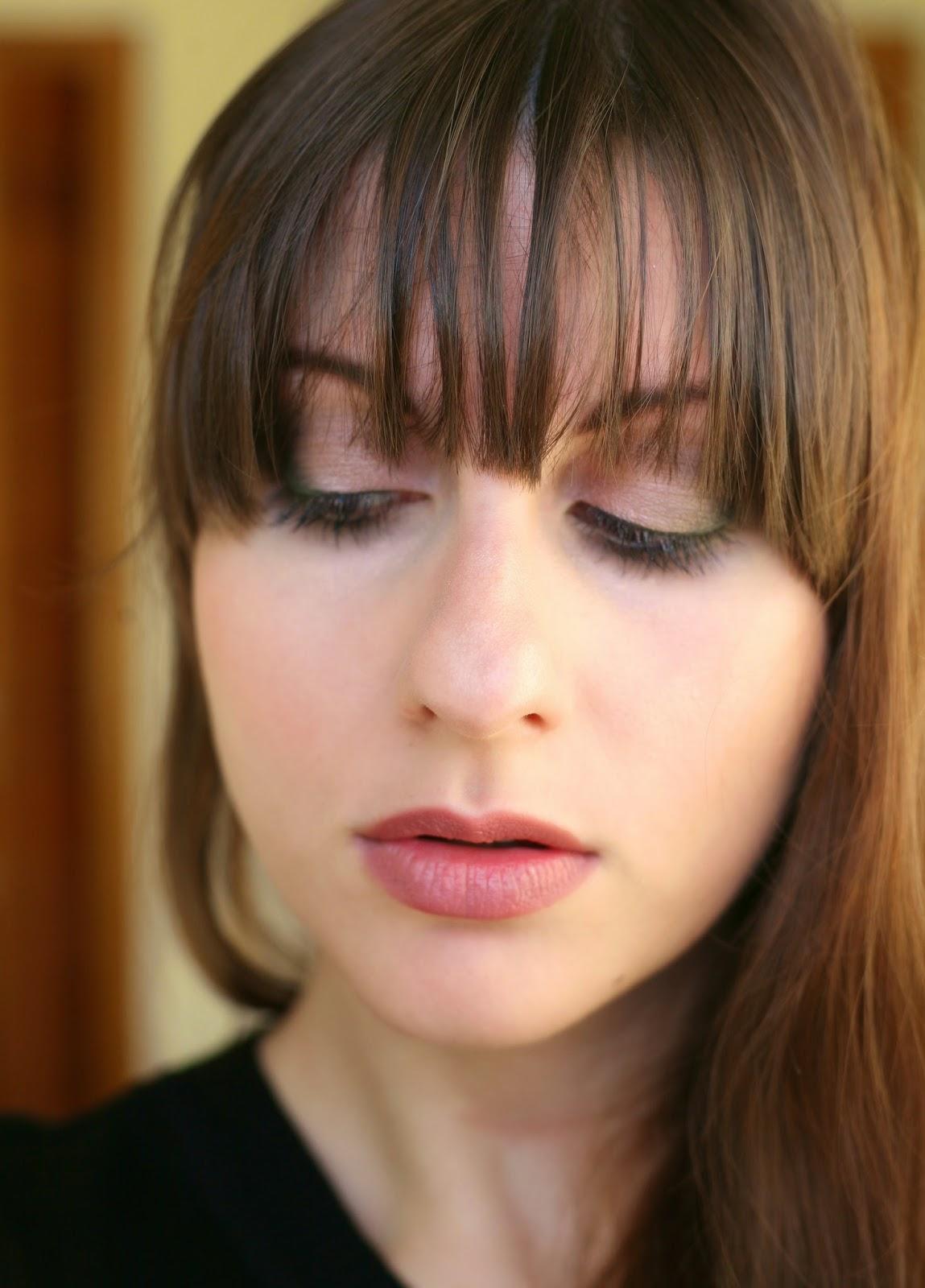 smokey brown eyes, pink lips, eye makeup for bangs