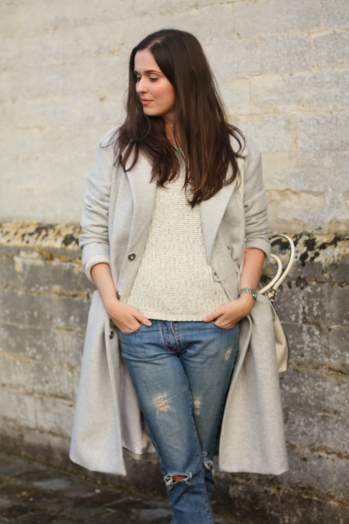 outfit long coat boyfriend jeans