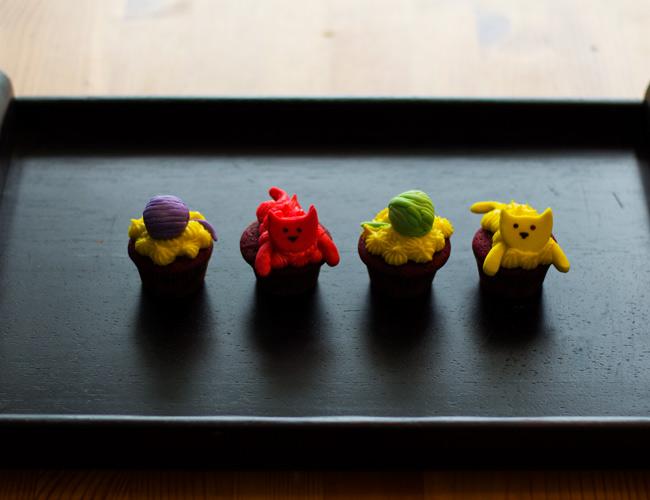 Sugah Shack Cupcakes, Sugah Shack cat cupcakes, Redvelvet Cupcakes, Cat and ball of yarn and pawn print cupcakes