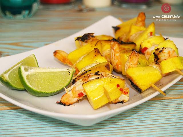 Szaszłyki mango-krewetkowe