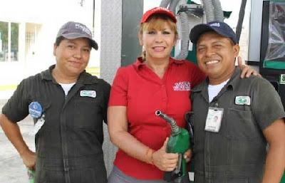 candidata a diputada regalando lenceria en mexico
