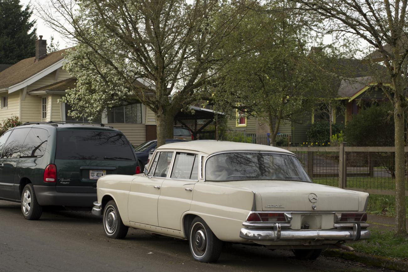 old parked cars 1966 mercedes benz 230s. Black Bedroom Furniture Sets. Home Design Ideas