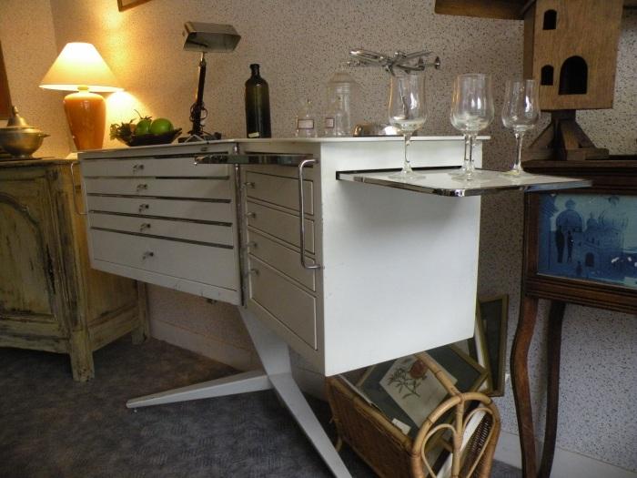 arcelin brocante au vrai rustique vendu meuble dentiste ann e 70. Black Bedroom Furniture Sets. Home Design Ideas