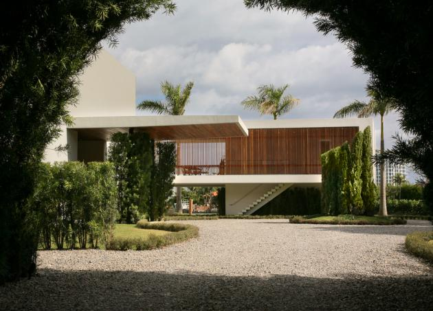 Driveway to the Modern Villa by Touzet Studio