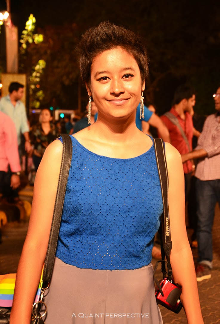 I love the all-over-embroidered cropped top in a royal blue, breathable and airy again!