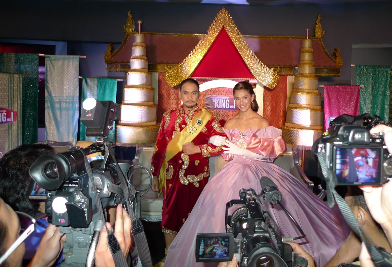 FREEZE FRAME: New Stars of THE KING AND I Meet the Press