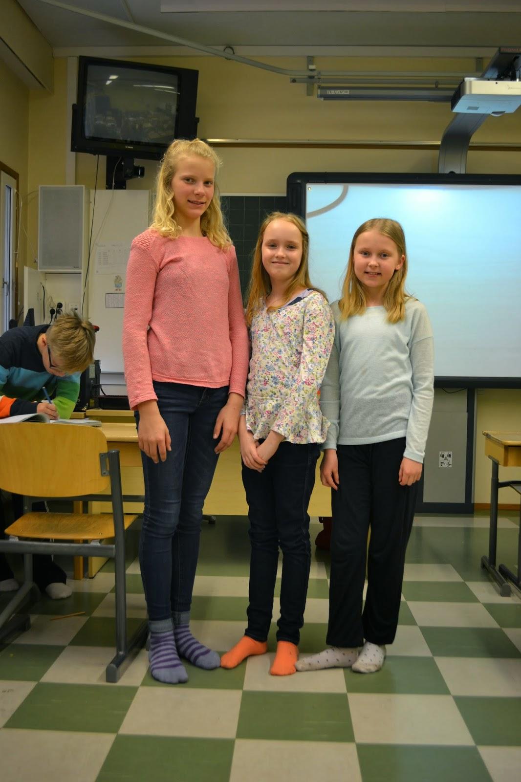 girls wearing sweatpants to school