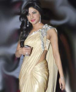 priyanka chopra wallpapers: Priyanka Chopra in Saree Hot ...