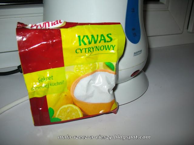 Jak bez zbędnej chemii odkamienić czajnik?
