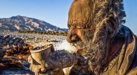 Pria Tua ini Sudah 60 Tahun Tidak Pernah Mandi