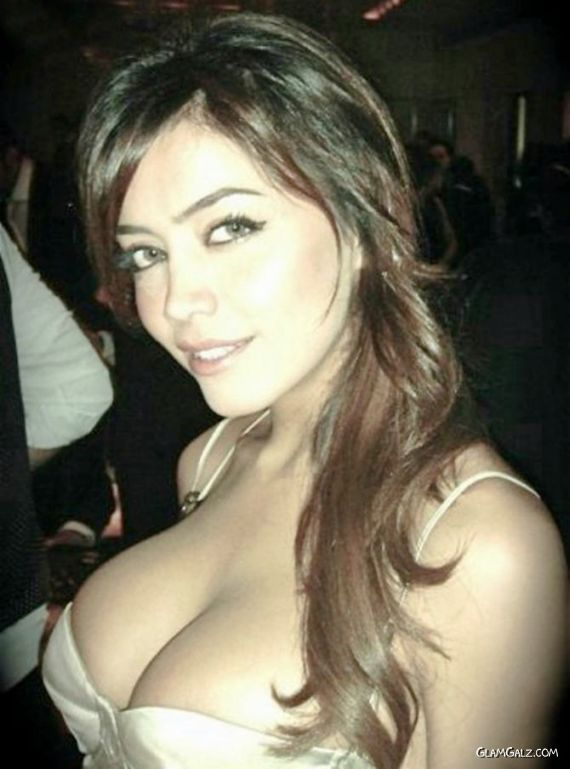 http://3.bp.blogspot.com/-kQ-Qra-xDo0/Tm-T9C6bnVI/AAAAAAAAAqo/GoRRmodMY4g/s1600/bful_arabian_women_24.jpg