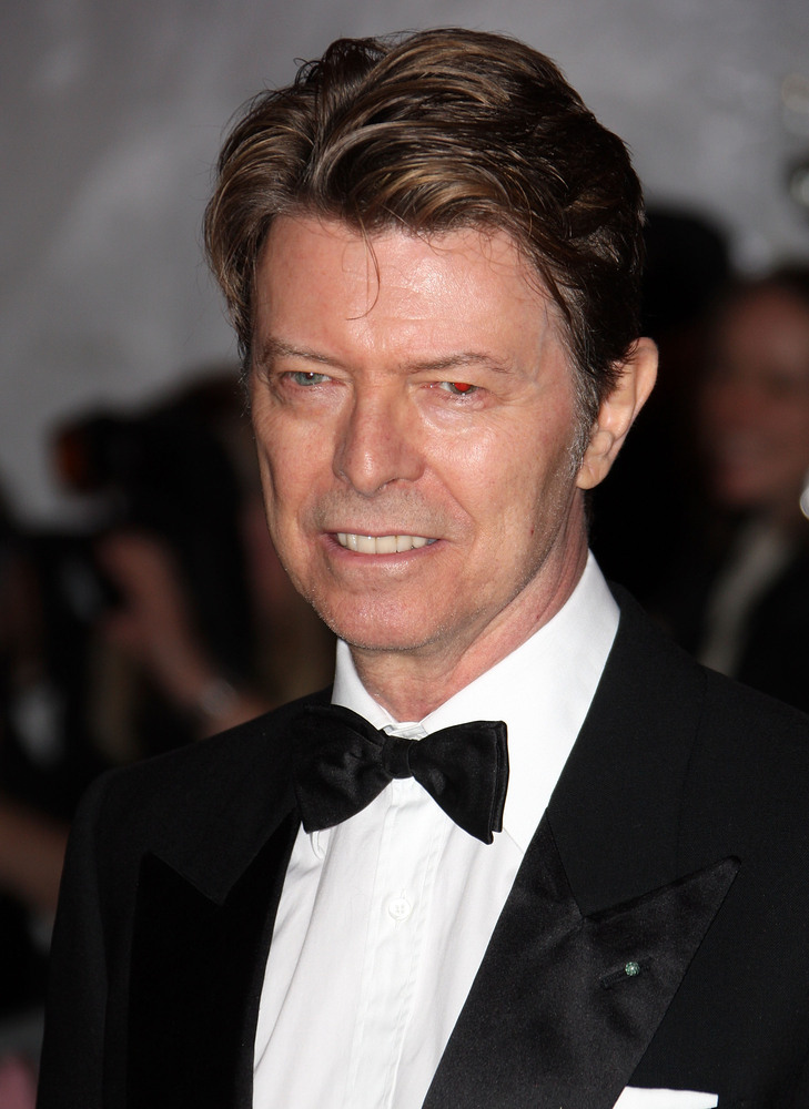 "The 71-year old son of father Haywood Stenton ""John"" Jones and mother Margaret Mary ""Peggy"", 178 cm tall David Bowie in 2018 photo"