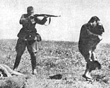 Holocaust2soldiershootingmother.jpg