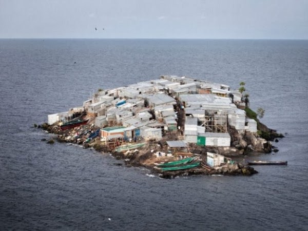 The Most Populous Island In The World (9 photos)