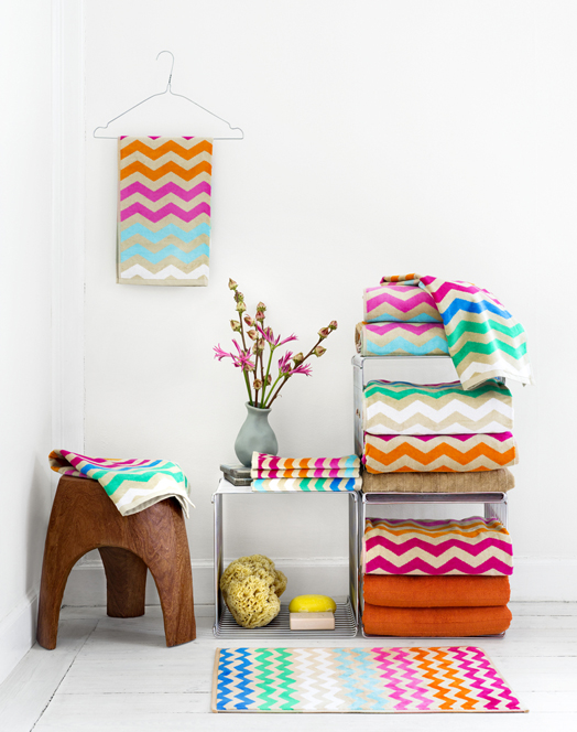 Vrolijke interieurstyling kleur in huis maison belle - Kleur en materialen ...