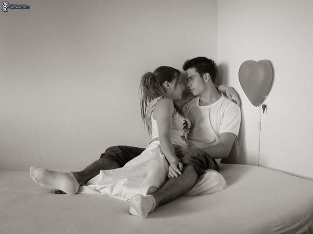poème d'amour 210:Nous sommes lovés,Enlacés  Nous sommes lovés Tout deux tendrement enlacés Ta main caressant mes cheveux Te rencontrer était mon premier vœu