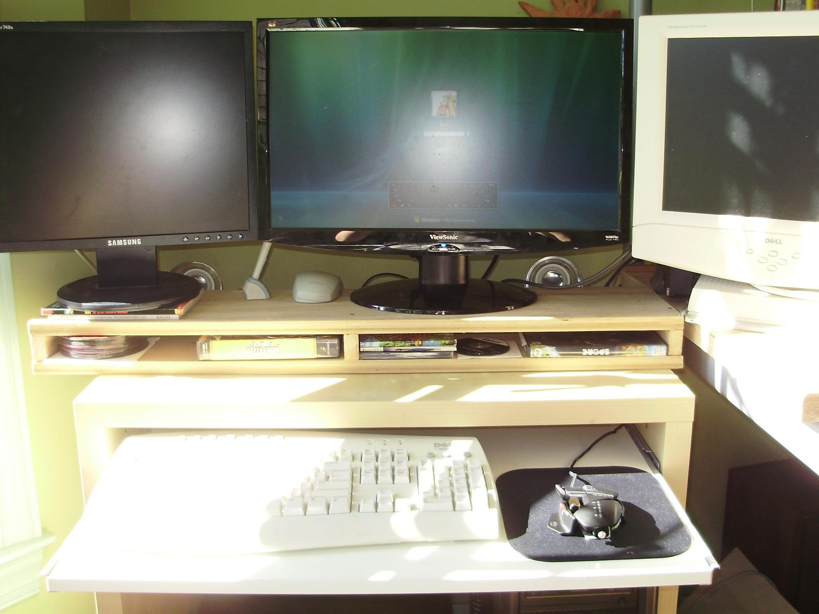 buildits triple monitors. Black Bedroom Furniture Sets. Home Design Ideas