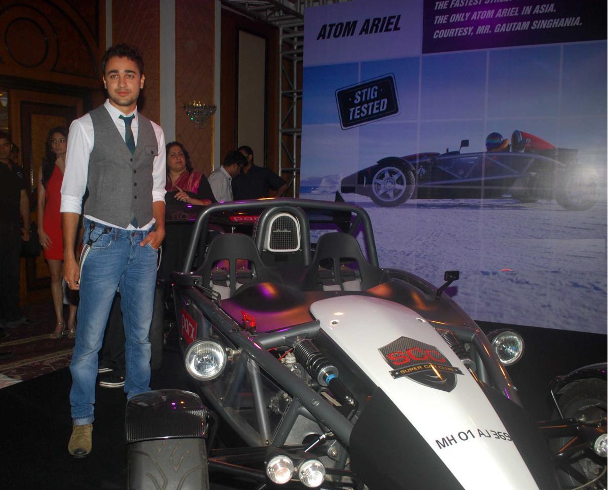 http://3.bp.blogspot.com/-kRGDbZf_KSs/Tb1Iqrz56HI/AAAAAAAAPp0/opkC6S0C6_8/s1600/Anushka_Sharma__Imran_Khan_Launch_Top_Gear_Magazine_Special_Issue-3.JPG