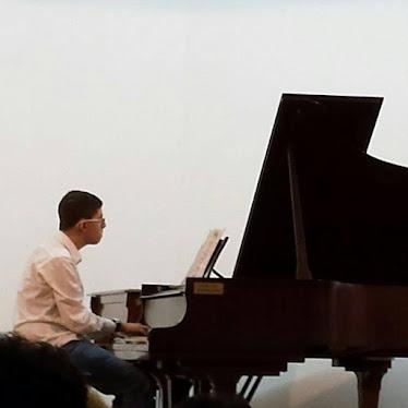 """בן קיזל בקונצרט תלמידים של קונסרבטוריון """"דוניה ויצמן"""", דצמבר 2015"""