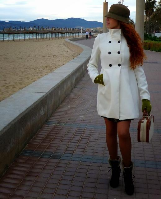abrigo blanco corto