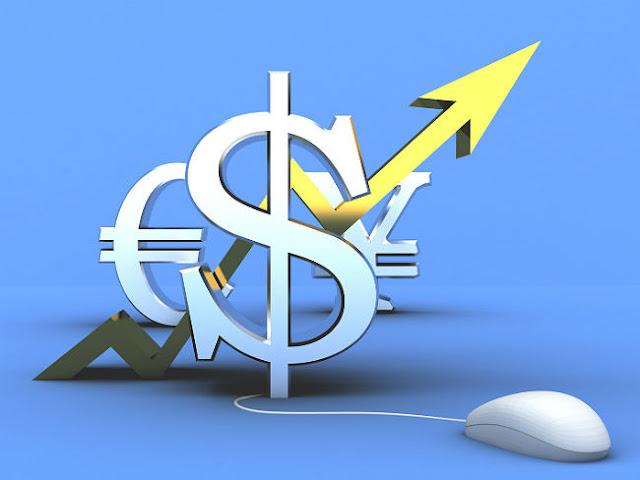 Российская нацвалюта продолжает слабеть, курс доллара взлетел выше 84 рублей