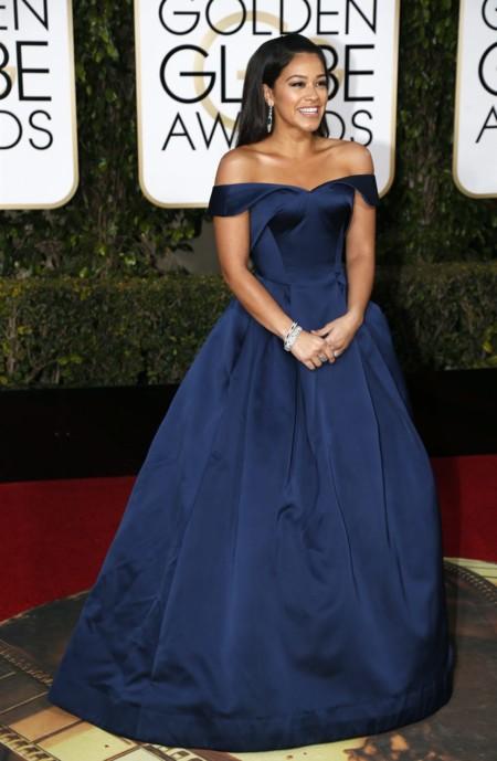 Gina Rodriguez vestida de Zac Prosen en los Golden Globes, enero 2016