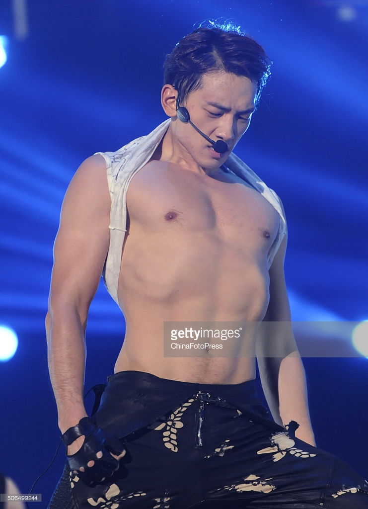 http://3.bp.blogspot.com/-kSCSVNgXAe8/VqXRCGuFNSI/AAAAAAABQs4/tRvvtvPK_58/s1600/south-korean-singer-rain-performs-onstage-during-his-concert-the-picture-id506499244.jpg