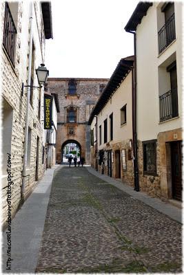 Puerta del Archivo del Adelantamiento de Castilla, Covarrubias