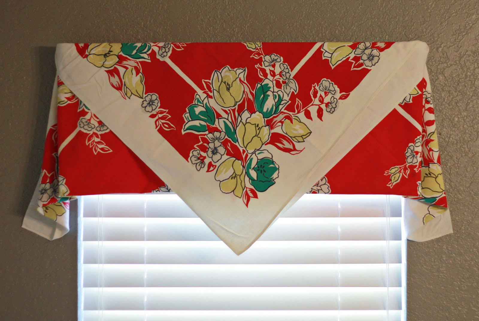 Captivating Using Vintage Tablecloths Part 1: EASY CURTAINS