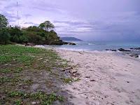 Pantai Tapak Gajah Sabang yang penuh dengan pesona alam