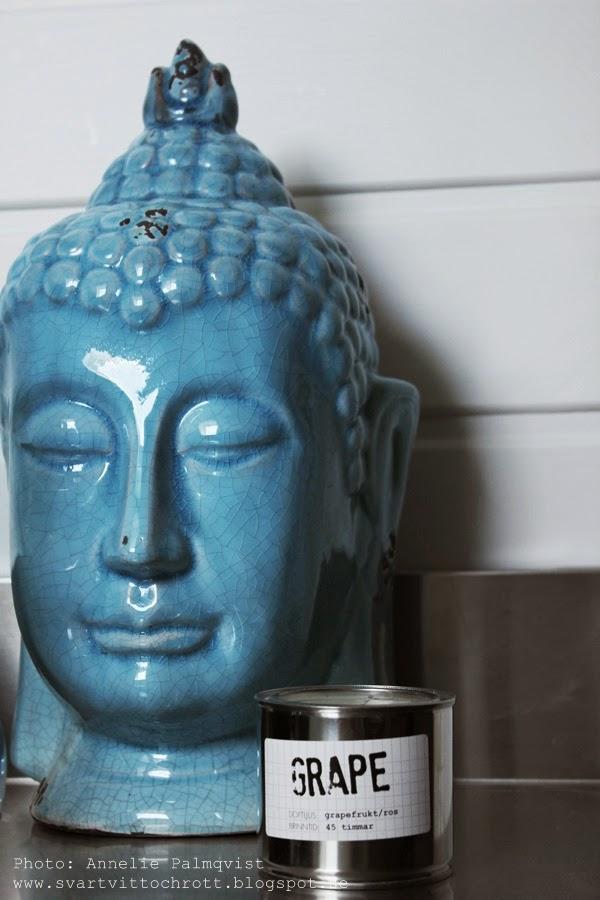 gekås, blå buddha, fynd, shopping på gekås, badrum, vitt, blått, granit doftljus, rostfritt, inredning, detaljer, details,