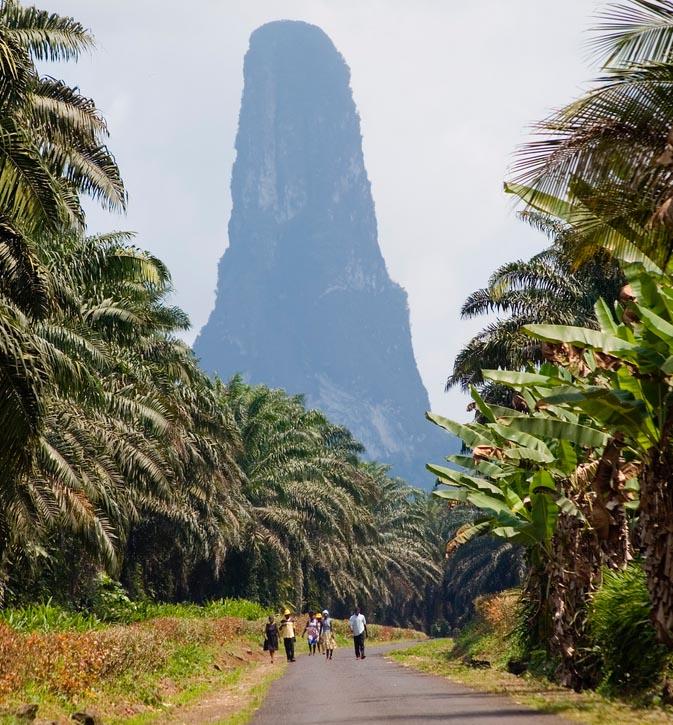 Pico Cão Grande, el gran cono volcánico.