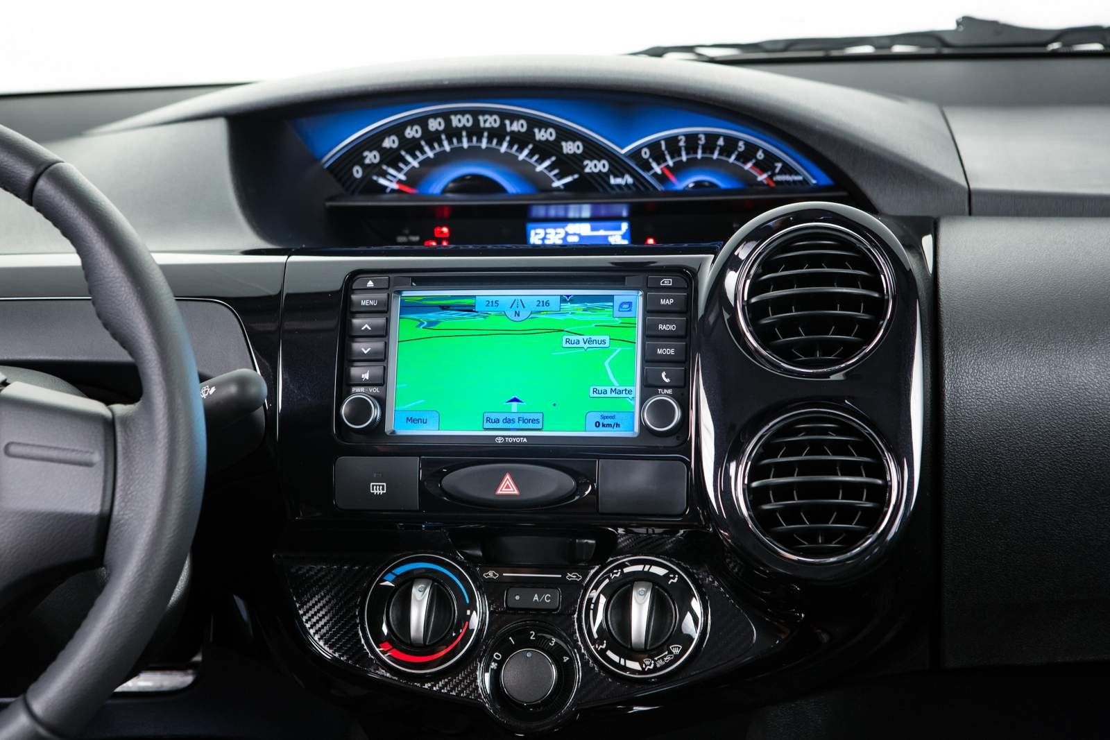 Toyota Etios 2015 - interior