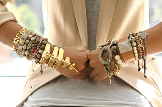 accumulation de bracelets